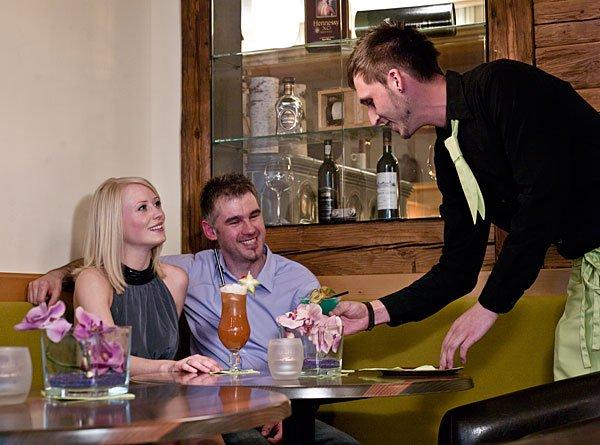Leckere Cocktails an der Hotel Bar unseres Wellnesshotel