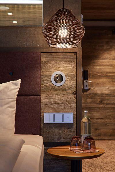Natürliche Materialien machen Ihren Wellnessurlaub bei uns im 4 Sterne Hotel so romantisch