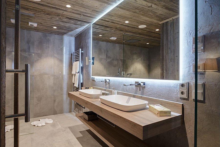 Große und Luxuriöse Bäder in den Hotelzimmern unseres 4 Sterne Wellnesshotel im Bayerischen Wald