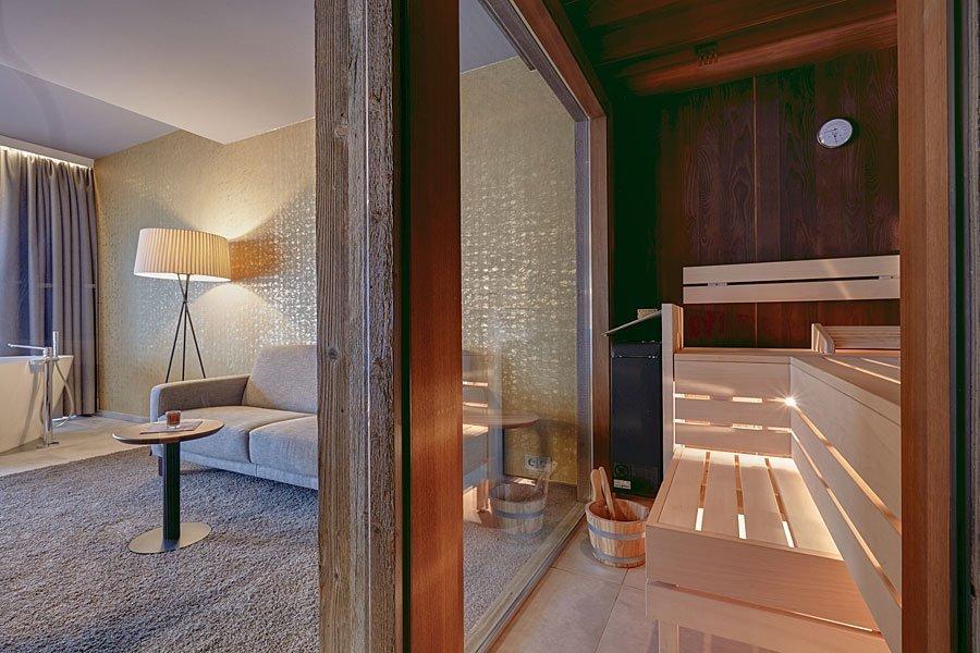 4 Sterne Wellnesshotel im Bayerischen Wald mit traumhaften Suiten mit eigenen Sauna und freistehender Badewanne
