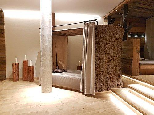 baumbett im ruhebereich unseres 4 sterne wellnesshotel bayerischer wald. Black Bedroom Furniture Sets. Home Design Ideas