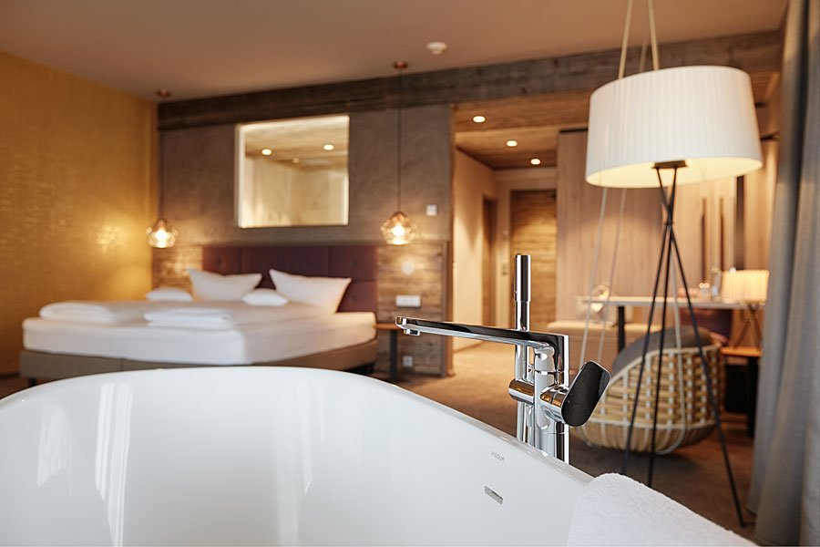 Paar - Suite Bergzeit mit Doppel - Badewanne im Zimmer und traumhaften Ausblick