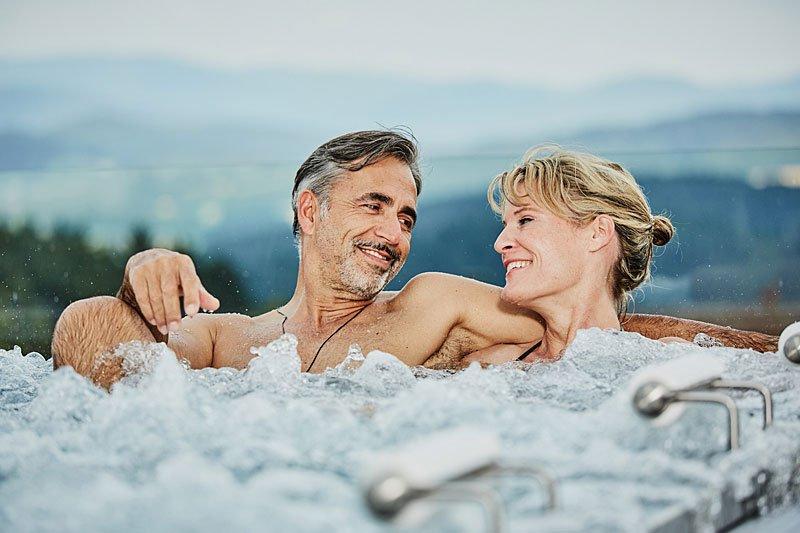 ganzjährig beheizter Aussenpool im 4 Sterne Wellnesshotel Bayerischer Wald