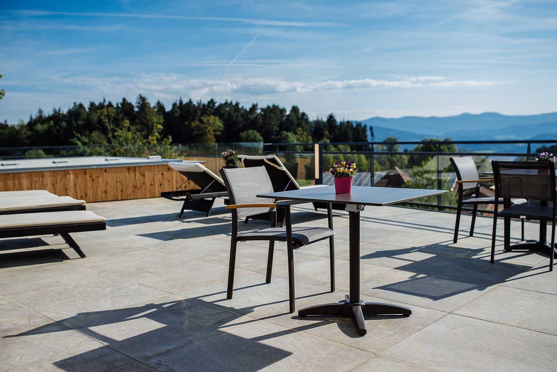 Panoramaterrasse unseres Wellnesshotel für Erwachsene im Bayerischen Wald