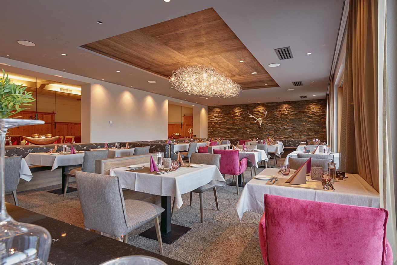 stylisch-gemütliches Restaurant 4 Sterne Wellnesshotel Bayerischer Wald